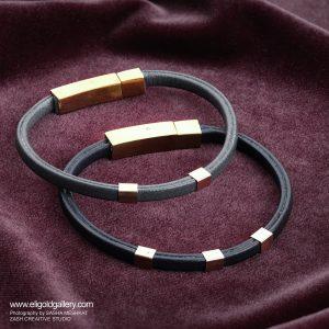 دستبند پروفیل مربع و چرم طوسی - الی گلد گالری